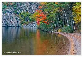 Photo of the curved beach and the giant bluff on the water in Bon Echo Provincial Park